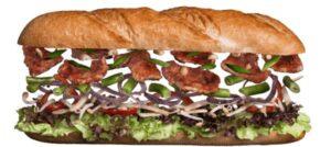 Сэндвич с телятиной и овощами  в горчичном соусе